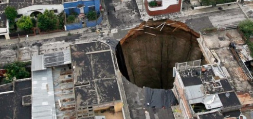 10 Gaping sinkholes that suddenly appeared out of nowhere