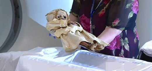 Mother and child mummies get autopsy 300 years after their deaths