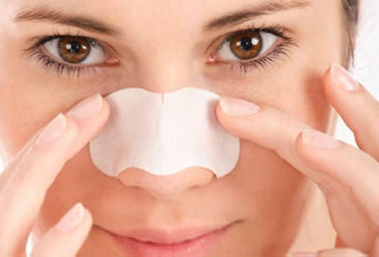 get rid of blackheads with these diy pore strips. Black Bedroom Furniture Sets. Home Design Ideas