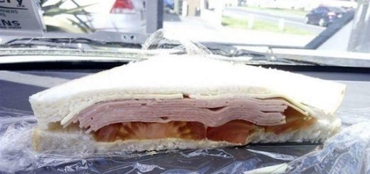 Bakery's false promotion of crappy sandwich gains huge criticism from Reddit supporters.