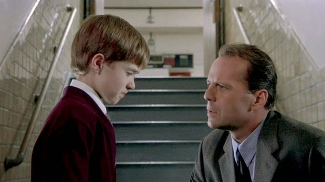 a paper on the character of dr malcolm crow in the movie the sixth sense Night shyamalan's the sixth sense (1999) is a crafty movie that has pure suspense where dr malcolm crowe was character was actually dead.