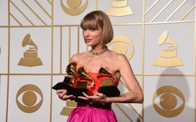 Taylor Swift with awards