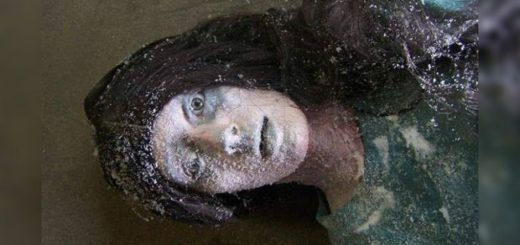 This woman was found by a man after being frozen for six hours, find out what happened to her?