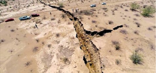 A Huge mysterious and terrifying crack has just been discovered in the Arizona Desert