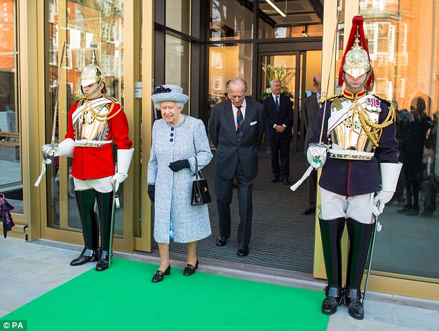 Queen Elizabeth coming out of Royal Palace