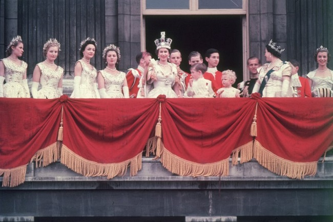 A coronation ceremony full of pomp